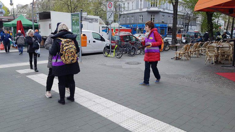 AUFSTEHEN in Schöneberg