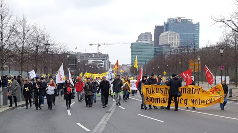 Fukushima Demo Aufstehen